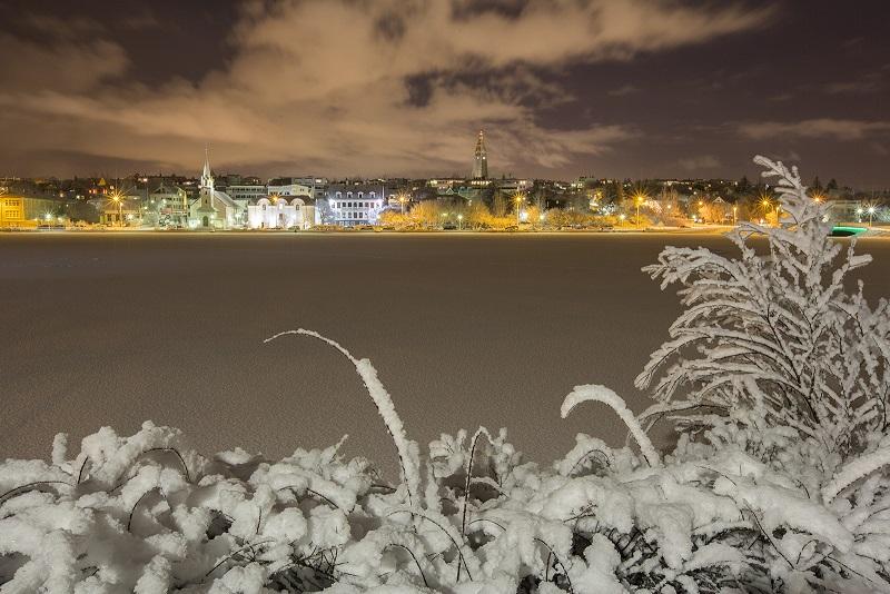 隆冬时分的冰岛首都雷克雅未克景色