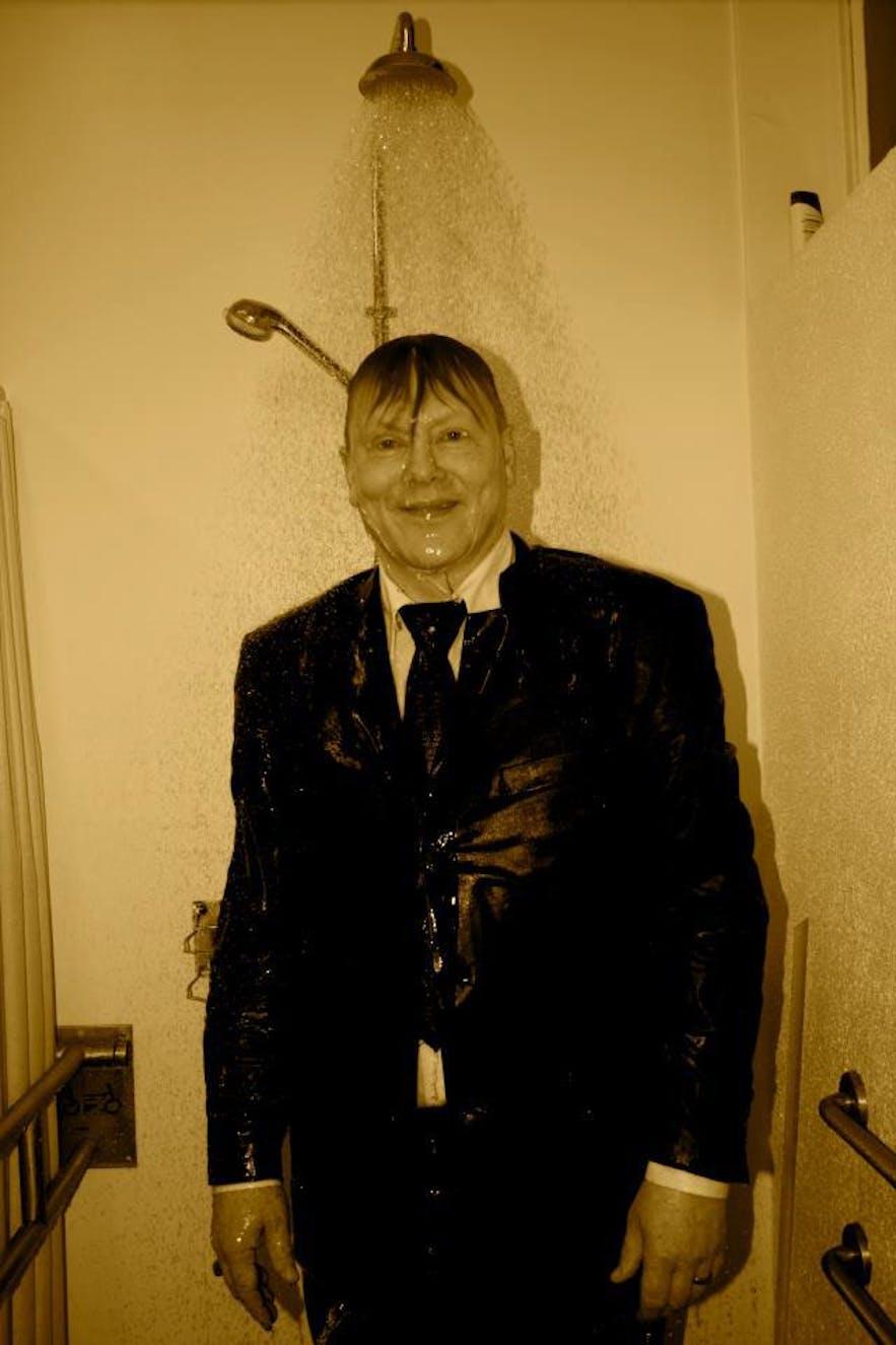 jon gnarr taking a shower