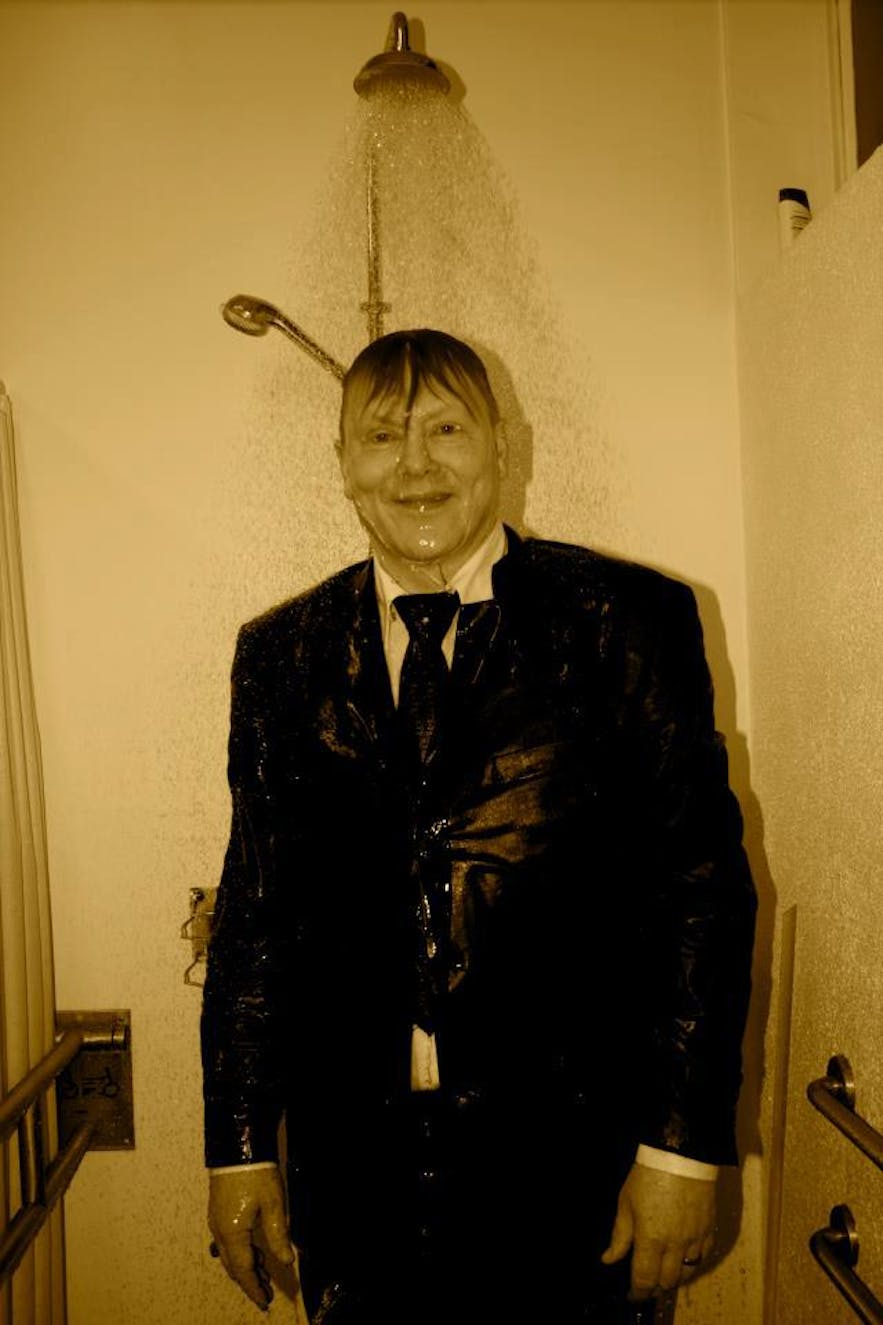 jon gnarr taking a shower