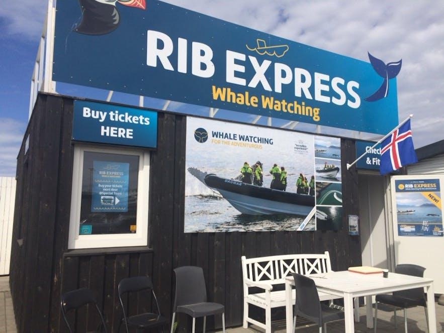 RIB Express と書かれた看板が目印