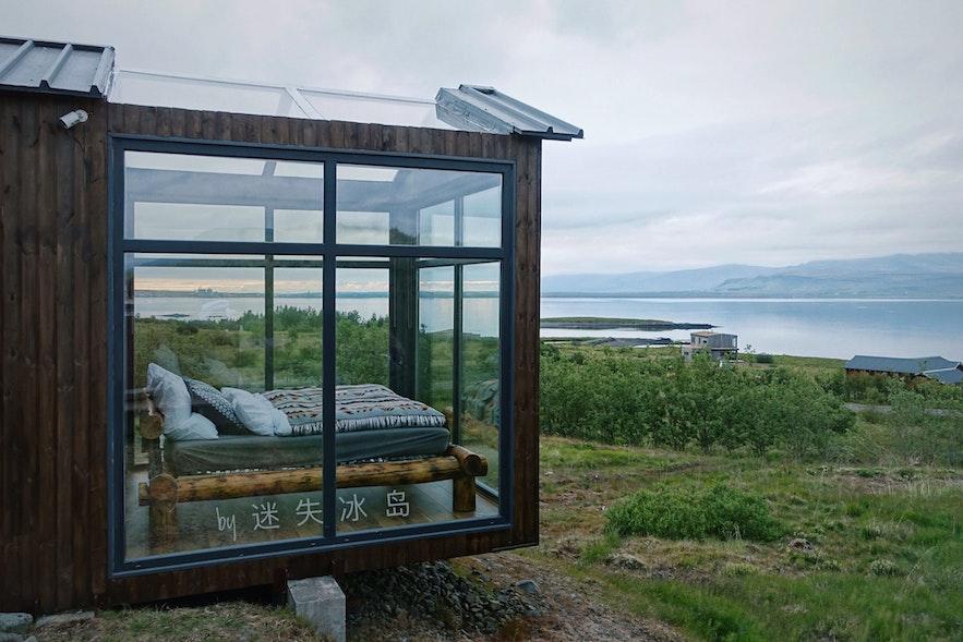 夏季在冰岛玻璃屋入住