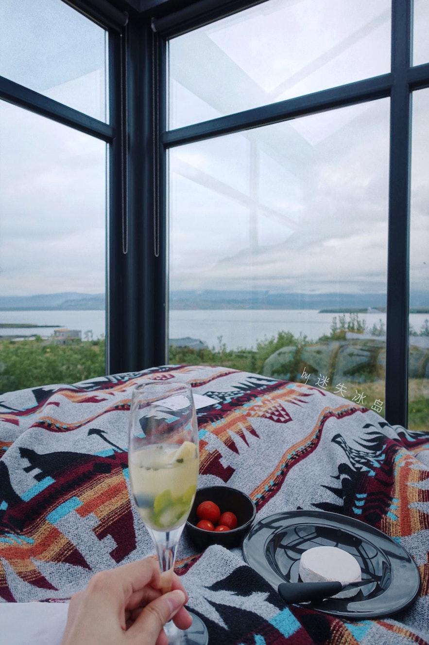 冰岛玻璃屋体验|夏的粉色之夜,冬的星空与极光