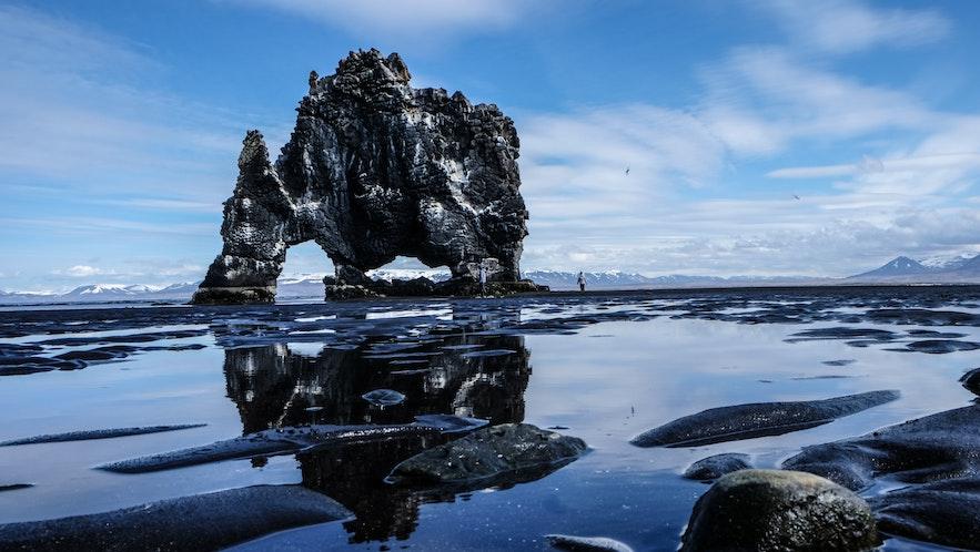 冰島北部Hvitserkur象形石/犀牛石的傳說