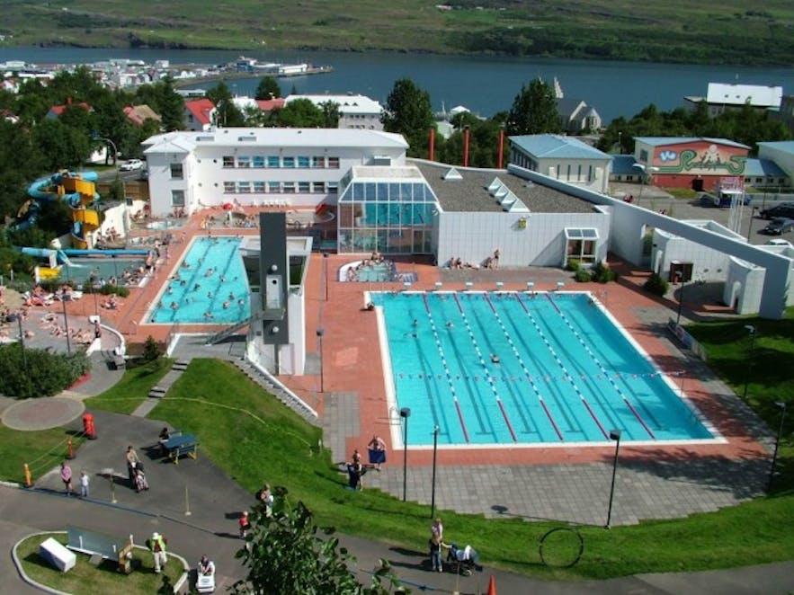 Das Schwimmbad von Akureyri, Foto von Gísli Lórenzson