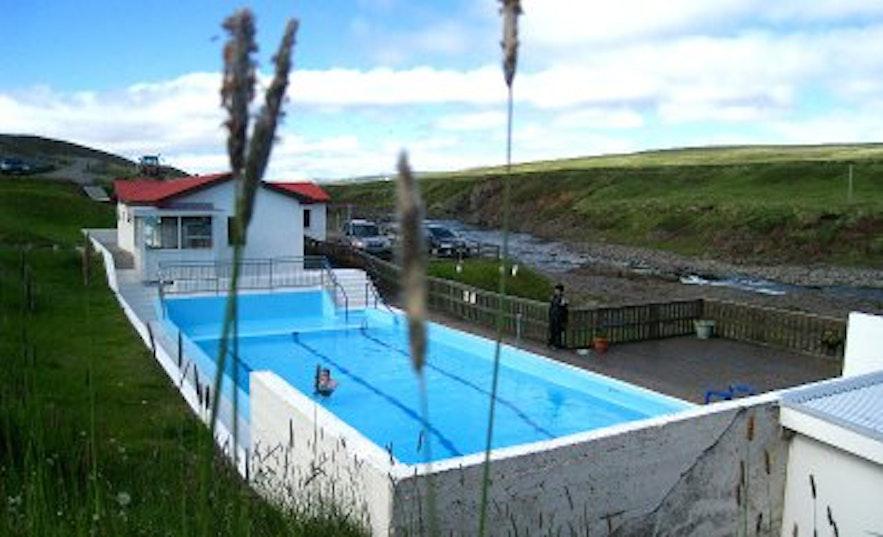 ヴォプナルフィヨルズルの温水プール