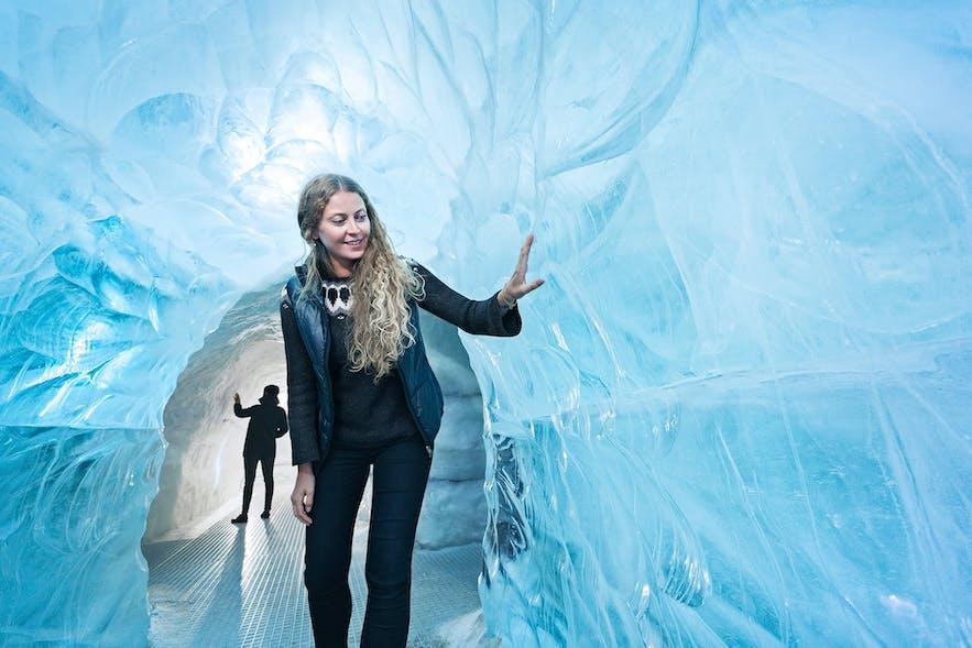 首都雷克雅未克也有冰洞!