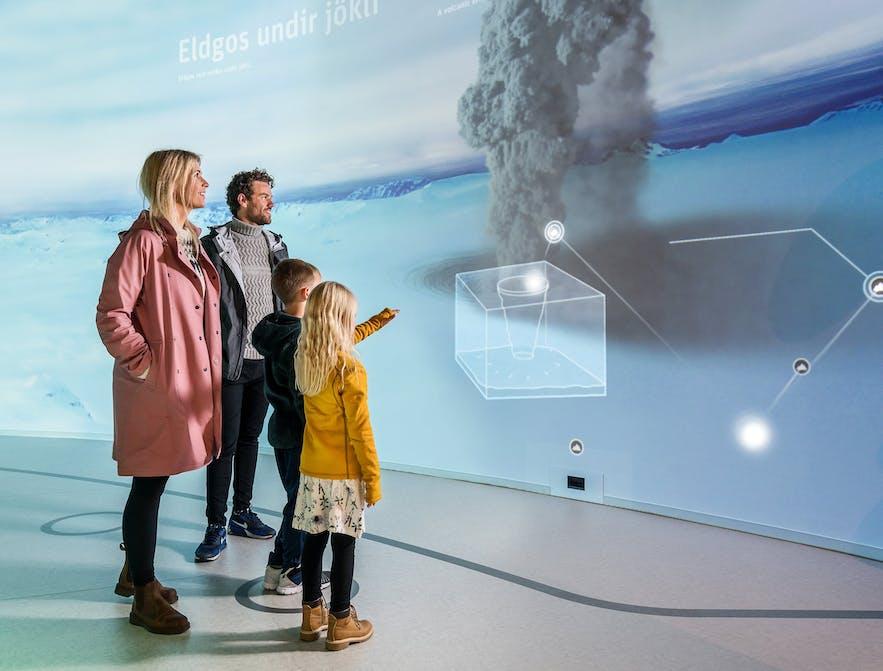 互动展厅可以学习冰川知识