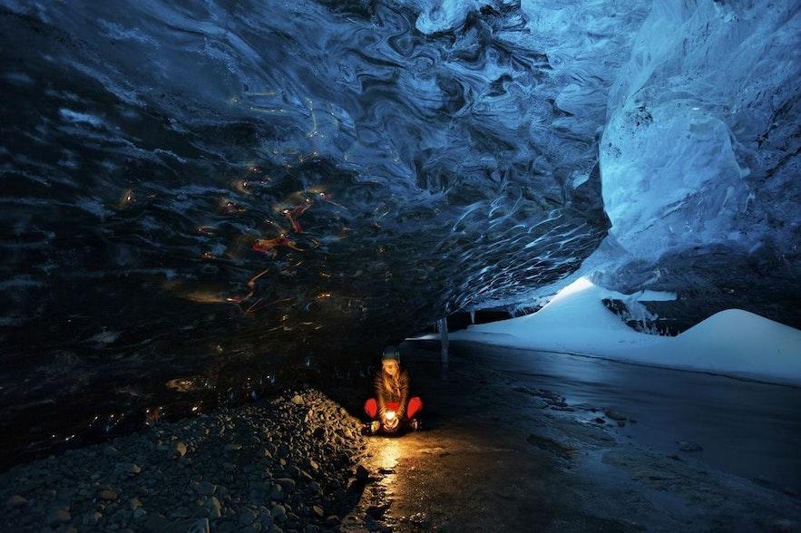 En hiver, des grottes de glace se forment sous le glacier Vatnajökull