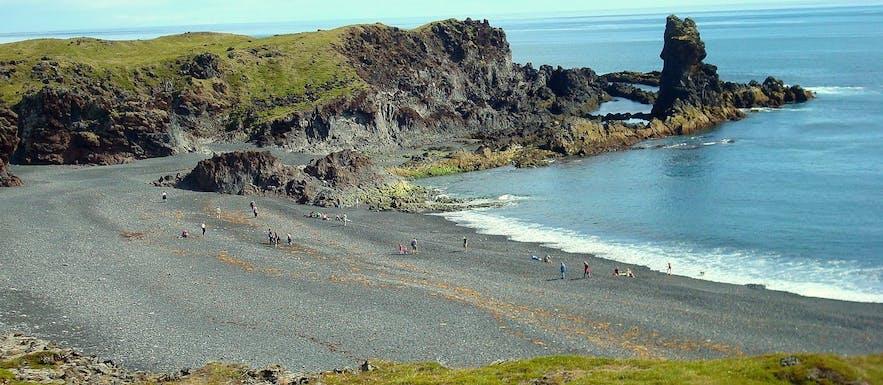 Grass-covered lava formations and still lagoons of Djúpalónssandur black pearl beach