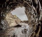 南海岸ツアーとミールダルスヨークトル氷河の洞窟 レイキャビクから送迎オプション有