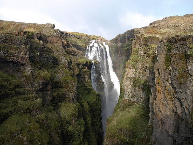 冰岛最高的格里穆尔瀑布(Glymur),照片来自Jabbi(Wikipedia Commons)