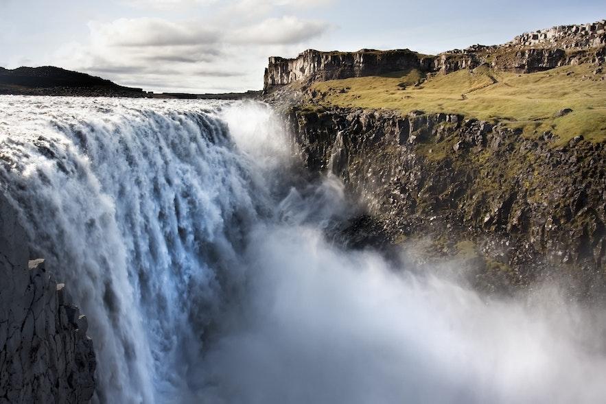 Der Dettifoss Wasserfall ist der mächtigste Wasserfall Islands und Europas