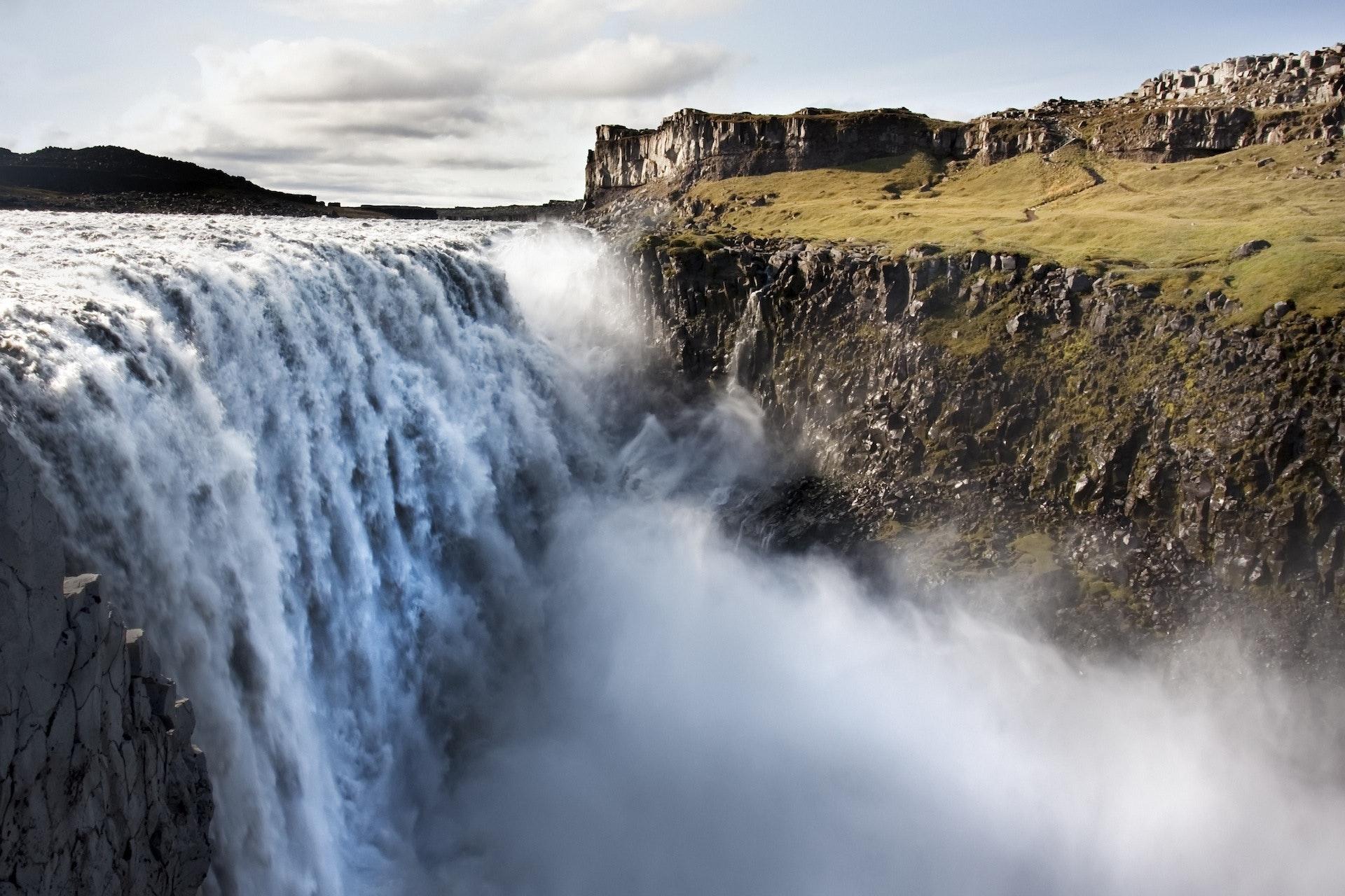 冰岛的黛提瀑布(Dettifoss)是欧洲水量最大的瀑布