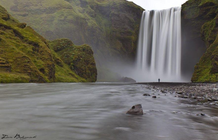 冰岛南岸的斯科加瀑布,又名森林瀑布、彩虹瀑布