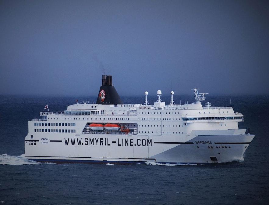 フェロー諸島経由でデンマークとアイスランドの間を行き来する The MS Norröna 号。