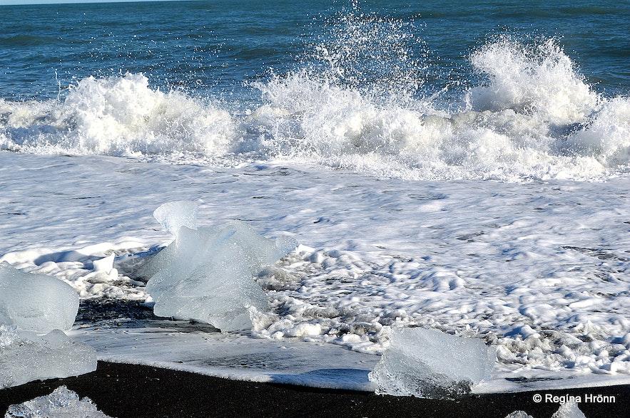 Ice chunks on Fellsfjara beach