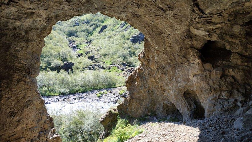 La cueva de Pvottahellir