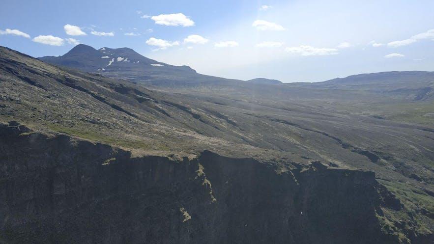 El sendero por el que vinimos, al otro lado del cañón