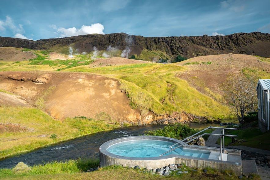 泡热水浴是非常冰岛的休闲方式
