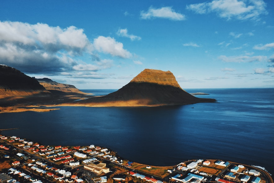 冰島教會山腳下的格倫達菲厄澤Grundarfjörður小鎮