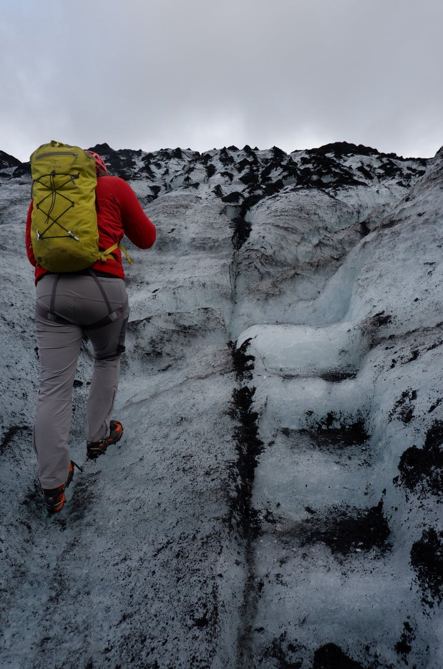 빙하 위를 오르며