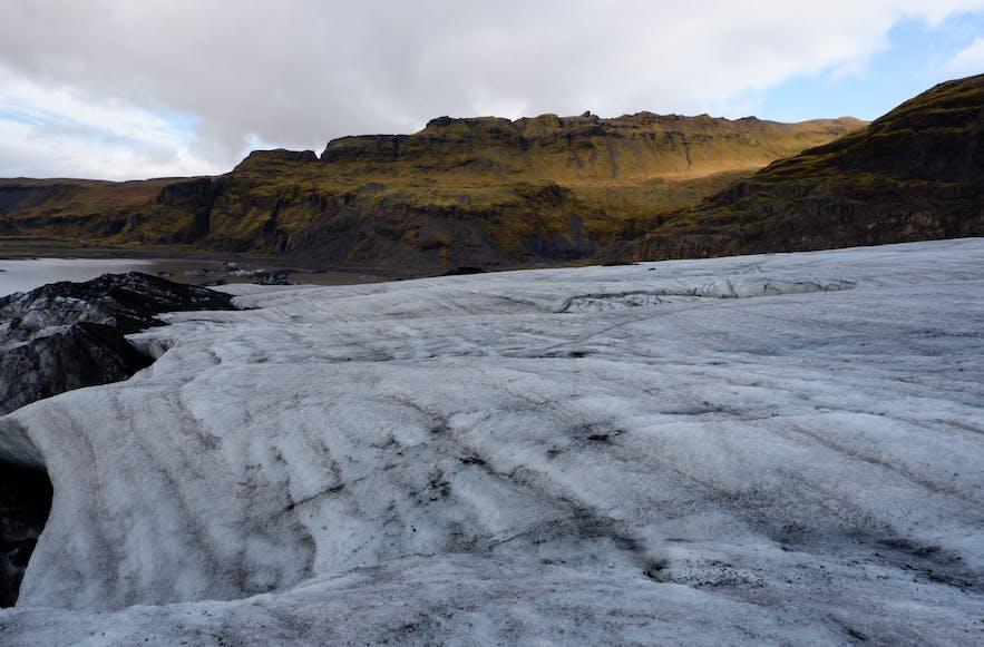 빙하는 산같은 모양, 넓게 펼쳐진 모양 등 다양한 모습을 하고 있습니다.
