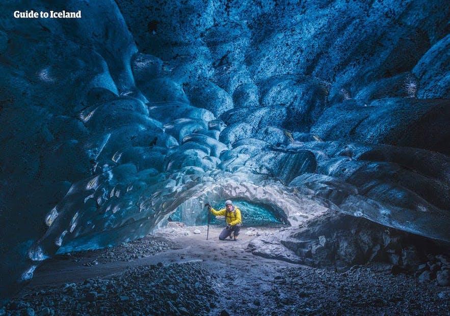 Kristalgrot: een van de gletsjergrotten van IJsland.