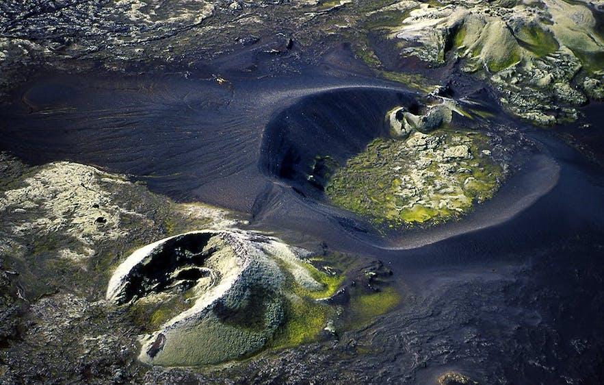 拉基火山口群位于冰岛南岸的中央内陆高地地区