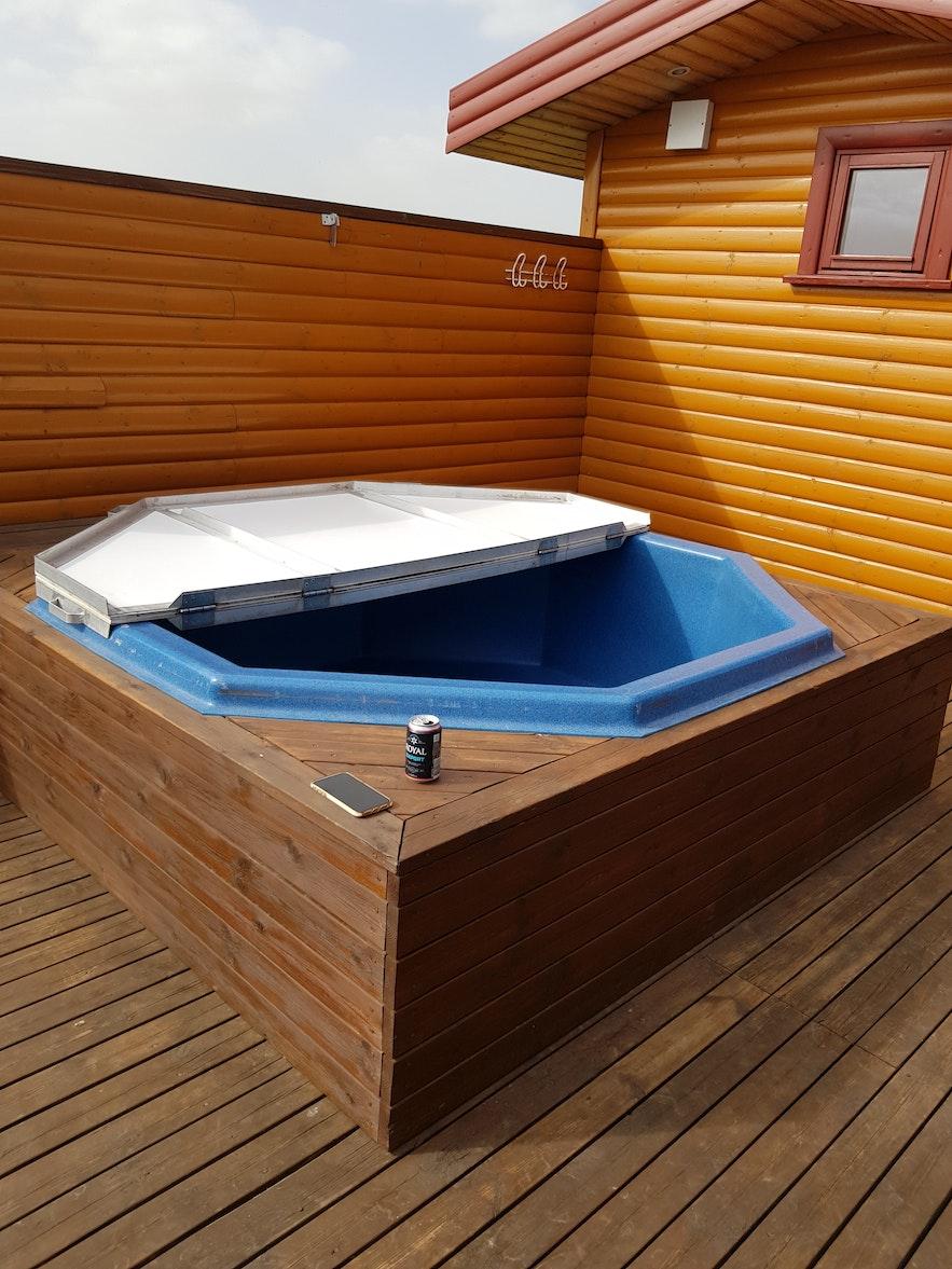 Hotpot im Sommerhaus auf Island.