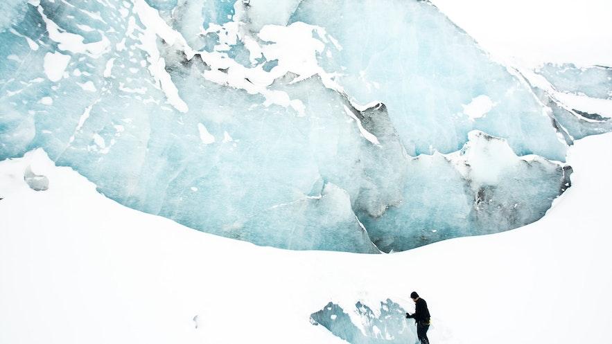 到冰島應該參加藍冰洞旅行團還是冰川健行旅行團