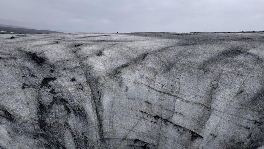 Un enorme agujero en el hielo del glaciar