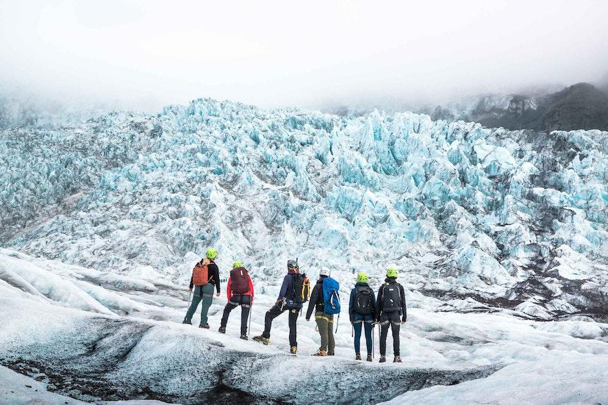 冰島的冰川健行短途的適合體力較好的長輩參加