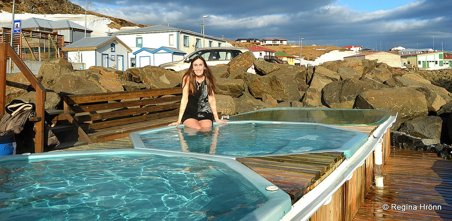 Regína in The hot tubs by the sea in Drangsnes