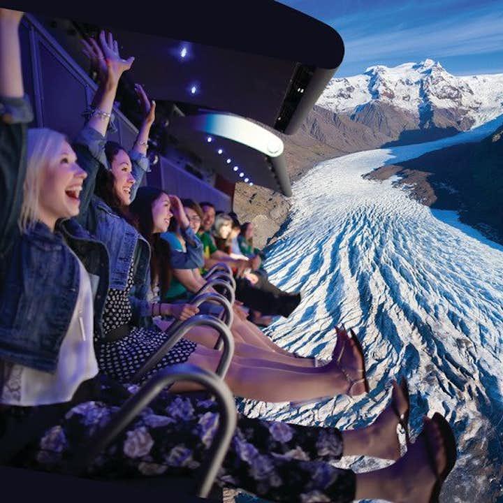 FlyOver Iceland アイスランドの絶景が見渡せる疑似遊覧飛行体験