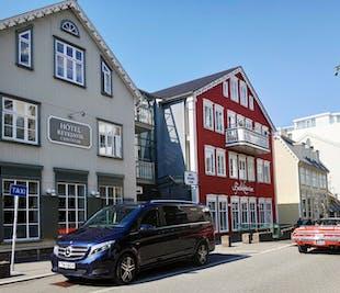 Traslado privado de lujo desde el aeropuerto | Aeropuerto Internacional de Keflavik a Reikiavik en un Mercedes Benz