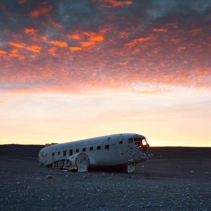 南海岸発 DC-3飛行機の残骸へのシャトルバス
