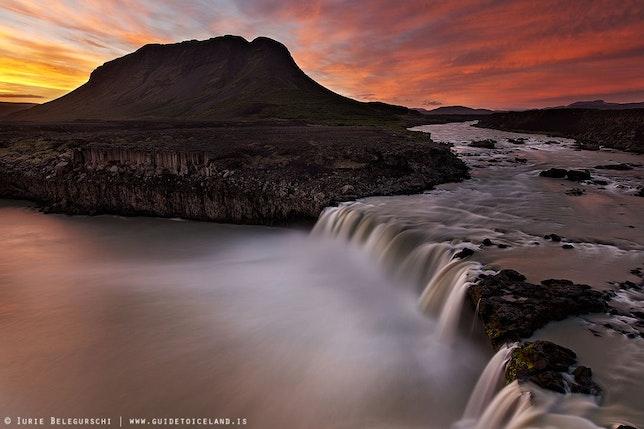 아이슬란드의 백야는 여름철에 발생합니다