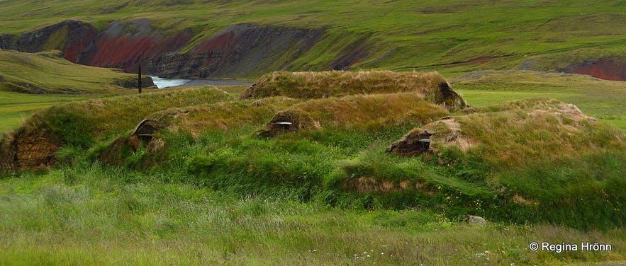 아이슬란드 북부의 티르핑스스타디르, 개인이 소유한 잔디 주택