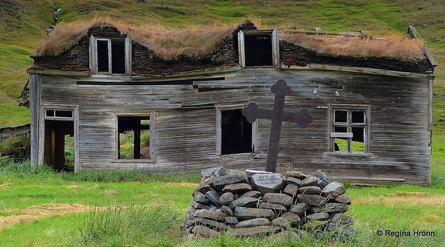 Brattahlíð与Bergsstaðir是冰岛北部无人问津的两座荒芜草皮屋