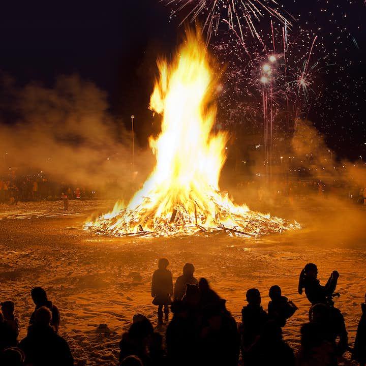 Tour de la hoguera | Celebración de Año Nuevo en Reikiavik