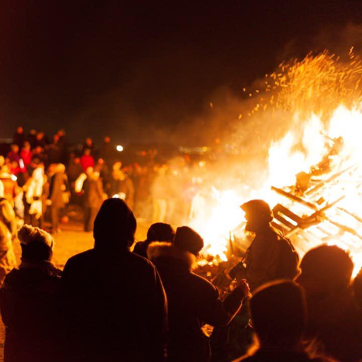 레이카비크의 새해 이브 날 분위기는 최고조에 다다릅니다.