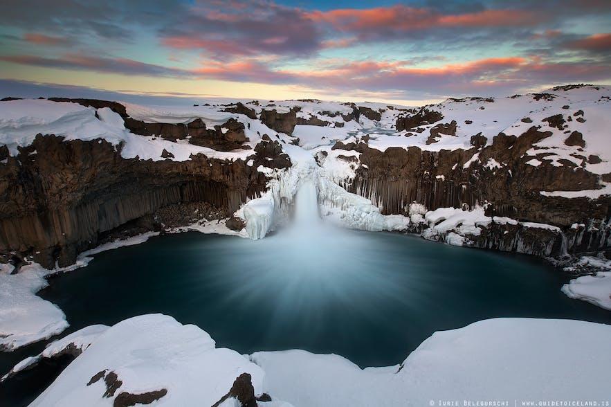 북부 아이슬란드 스캴판다플료트강에 자리한 알데야르 폭포.