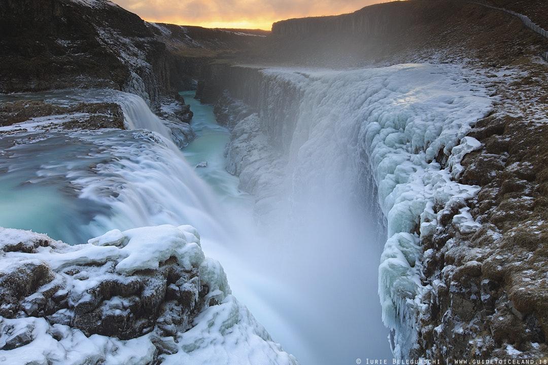 黄金瀑布(Gullfoss,又名居德瀑布)是冰岛南岸著名的日游线路黄金圈的其中一站d