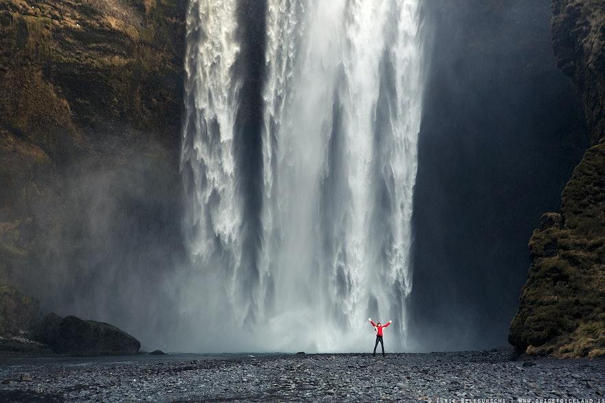 스코가 지역 근처의 아이슬란드 남부해안에서 감상할 수 있는 스코가포스.