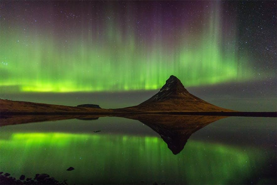 冰島斯奈山半島教會山與極光