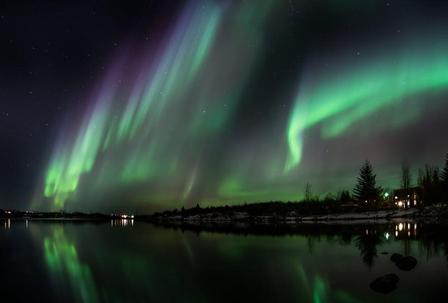 冰島首都郊區的湖邊