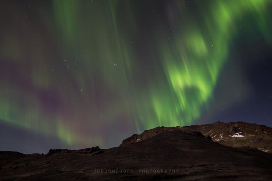 冰島首都地區郊區拍攝北極光的效果