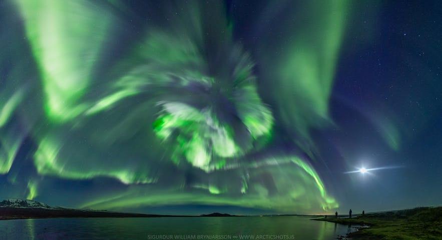 冰島北極光爆發攝影作品
