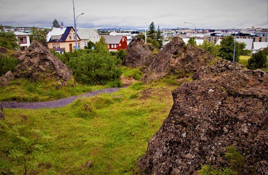 Hellisgerdi是一个位于冰岛首地区Harnarfjordur小镇的公园
