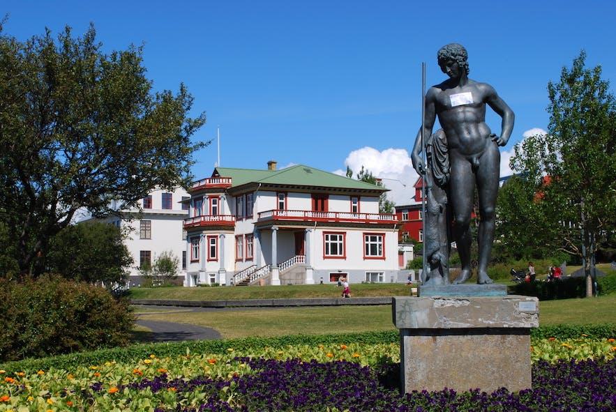 레이캬비크에서 가장 오래된 공원 하들라르가르뒤린